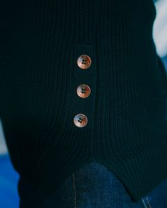 pull col rond-brigitte-bleu-marine-zoom-boutons