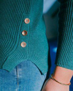 pull col rond brigitte-vert-zoom-boutons