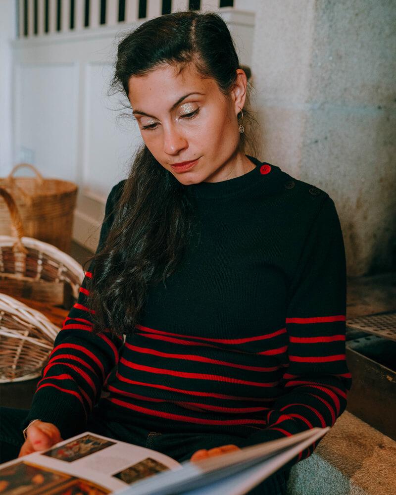 pull-céline-marin-rayures-rouges-fabriqué-en-France-made-in-Bretagne-face